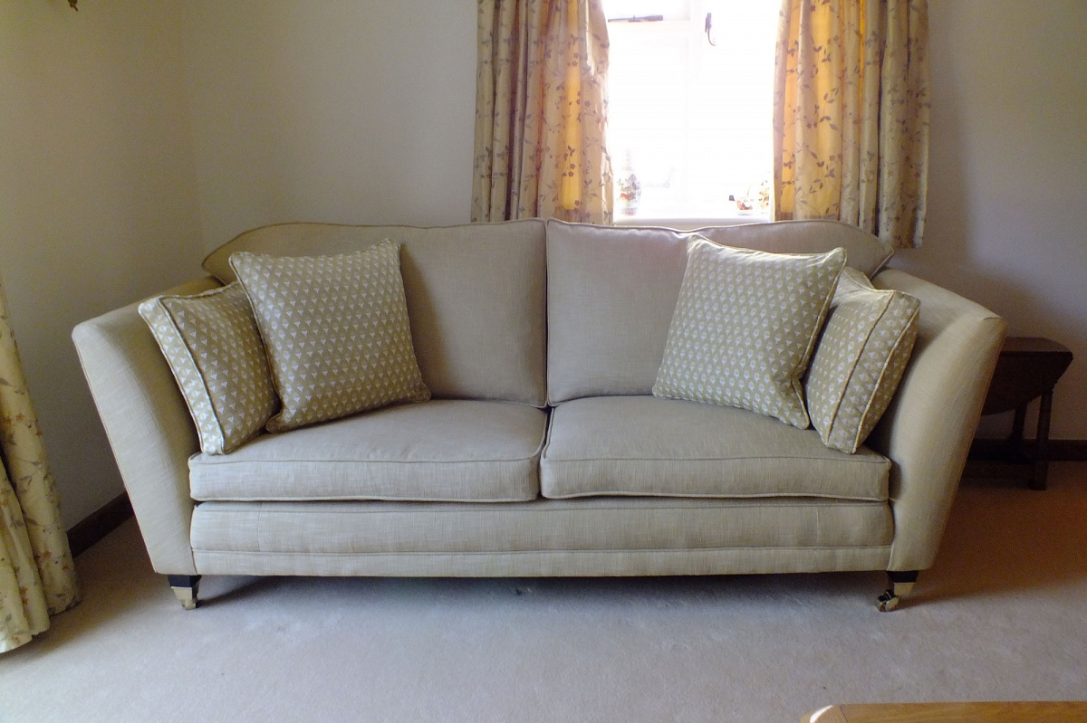 Merveilleux We Specialize In Recovering And Reupholstering Duresta And Steeds And Other  Well Known Sofas And Chairs.